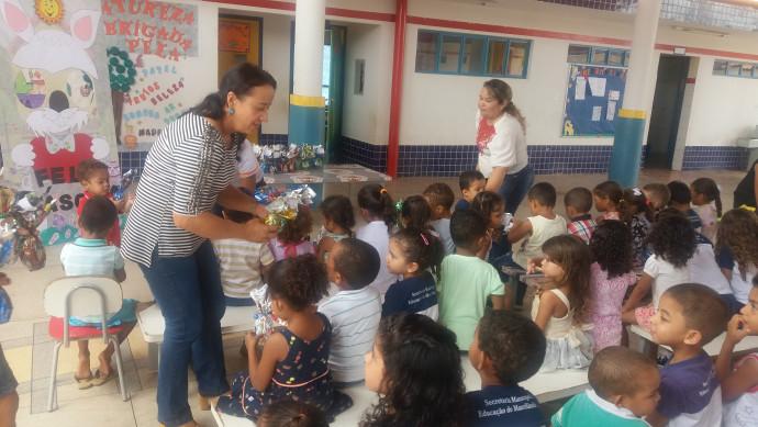 Prefeita distribui ovos de Páscoa nas escolas da rede municipal
